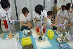 武蔵野赤十字病院の新人看護師研修風景
