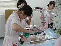 葛飾赤十字産院の新人看護師研修風景