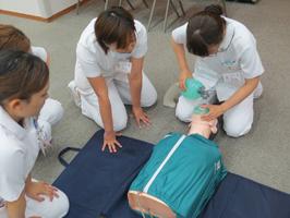 秦野赤十字病院の新人看護師研修風景