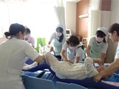 1日看護師体験の様子です。